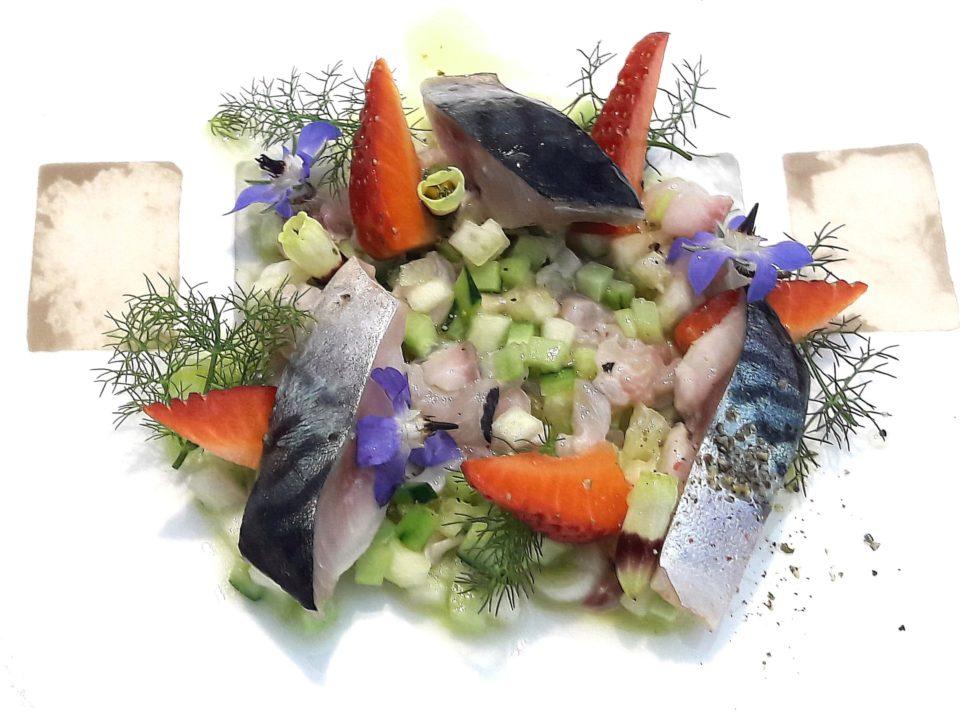 Sgombro, agrumi, ortaggi e salmoriglio. La ricetta di Claudio Ruta